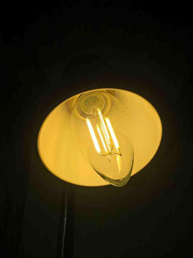 Pourquoi mon ampoule LED ne s'éteint jamais complètement?